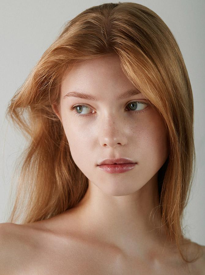 LoniBaur_Malorie_BeautyShoot_Crop-1